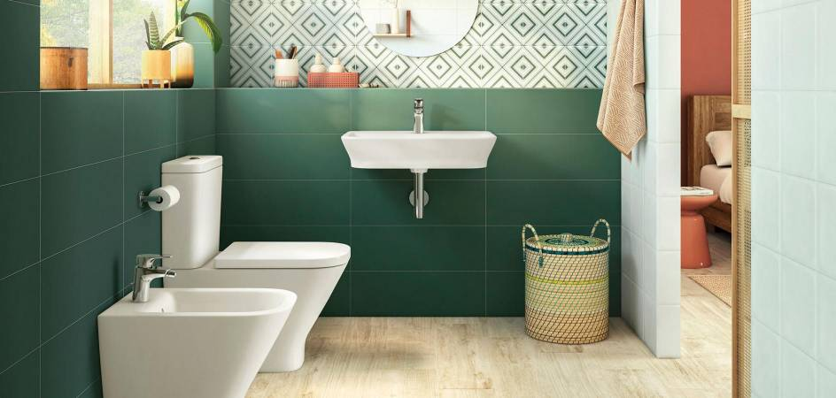 COLOR IN KITCHEN AND BATHROOM