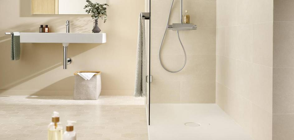 SMALL BATHROOMS WITH SHOWER - ROCA