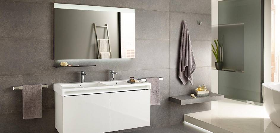 Bathroom mirror with sensor and touchless activation - Roca